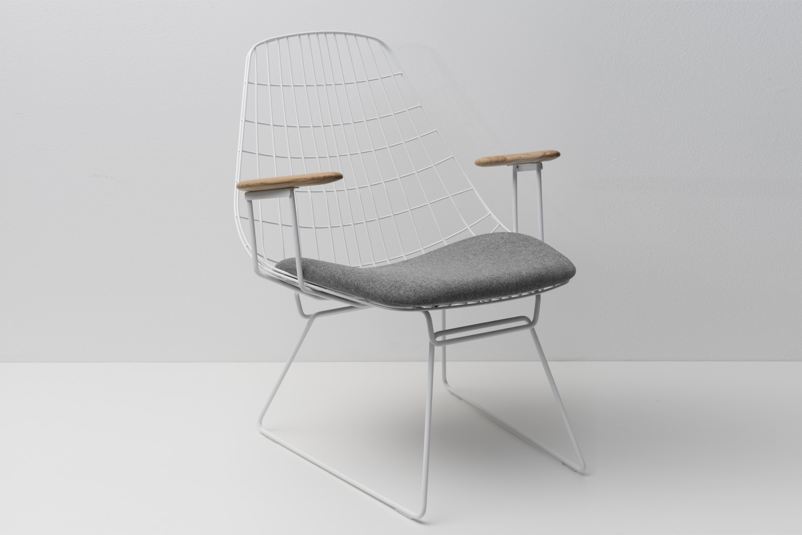 FM06 Dining Chair without Back Cushion, Paper White Frame and Solid Oak Arms Steelcut Trio 2 105