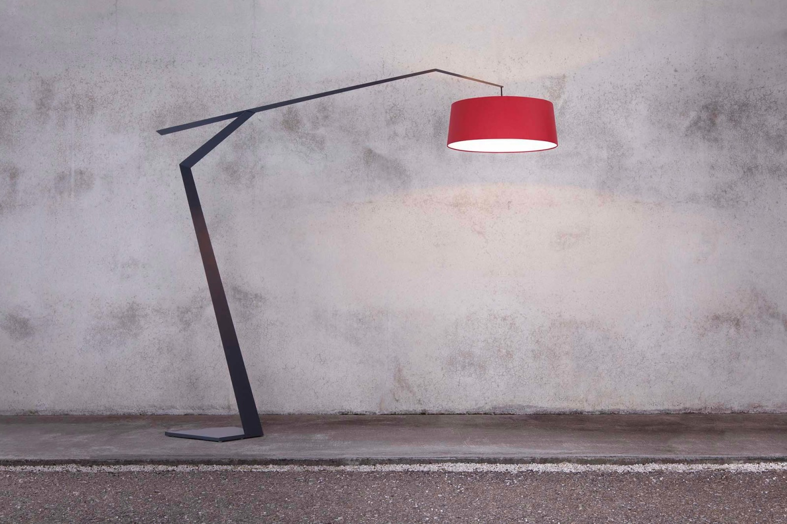 Grus Floor Lamp R Red Wine, 115E Fine Textured Dusty Grey