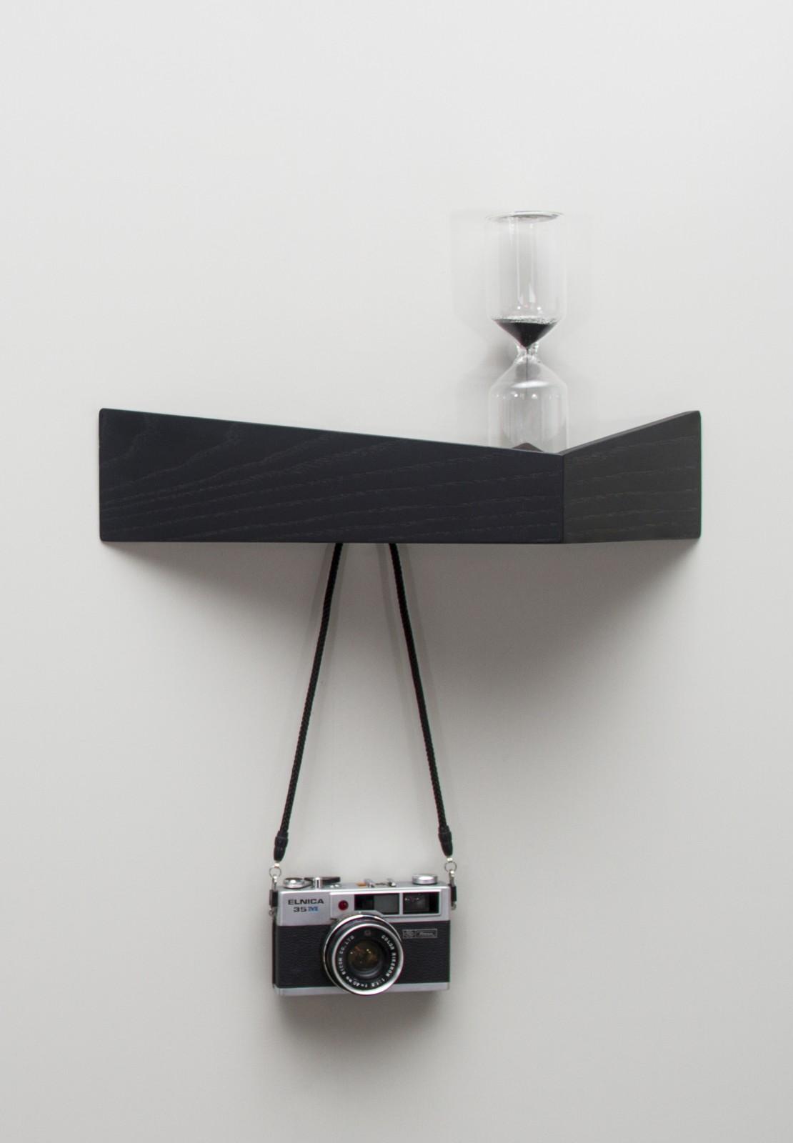 Pelican Shelf with hidden hooks Black, Medium