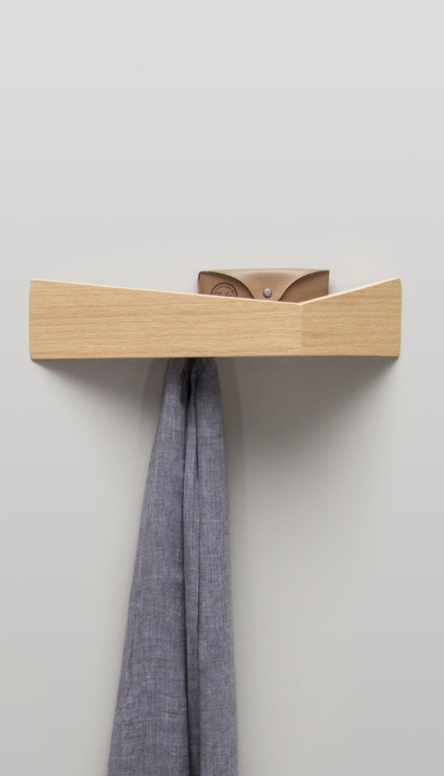 Pelican Shelf with hidden hooks Oak, Medium
