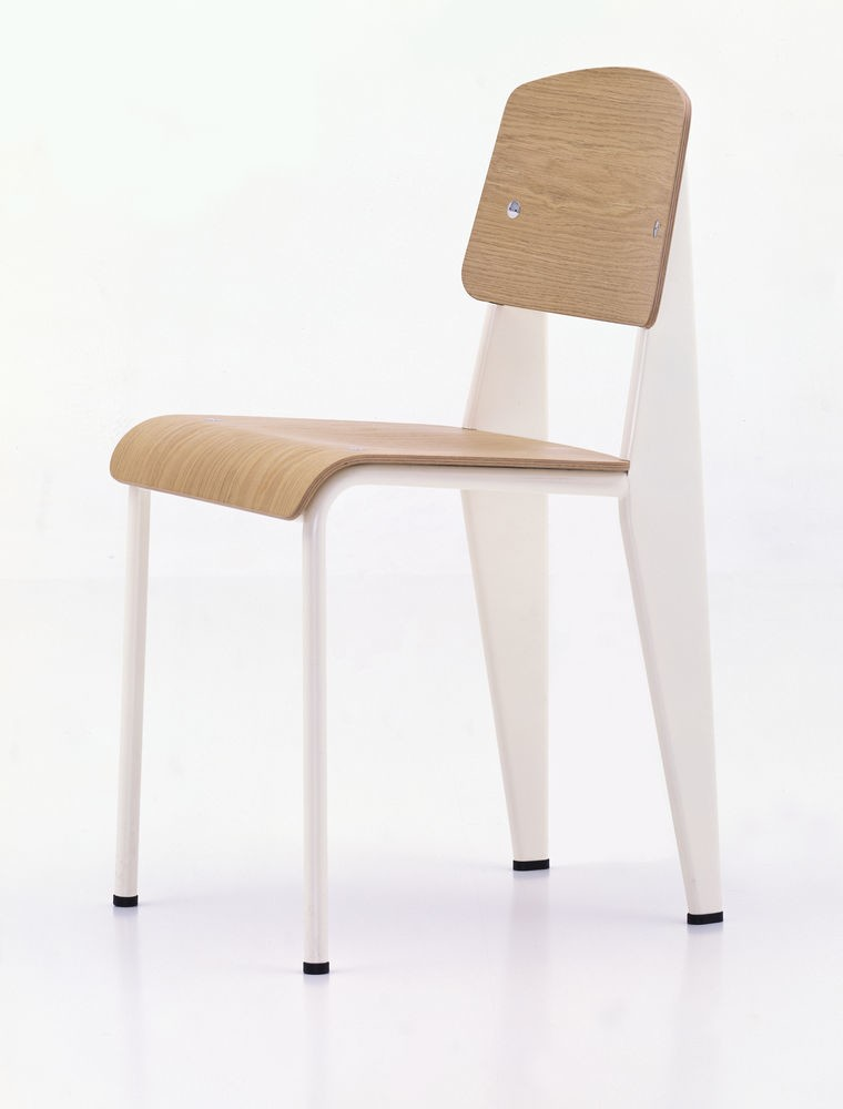 Standard Chair 10 natural oak with protective varnish, 04 glides for carpet, 88 Ecru powder-coated