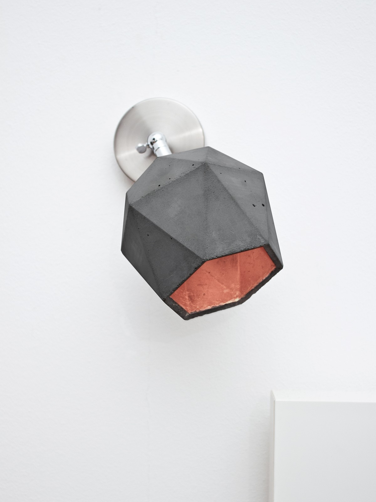 [T2] Spot Wall Light Triangle Dark Grey Concrete, Copper Plating