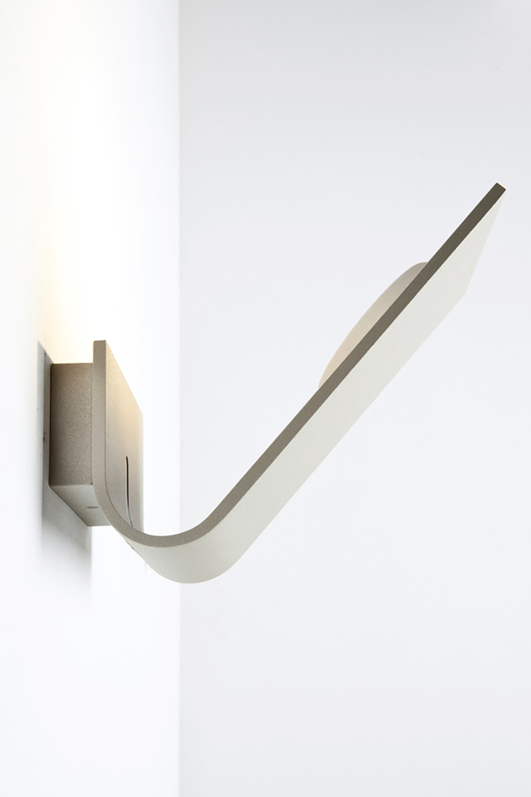 Virgola Wall Light 115R Fine Textured Sand Grey