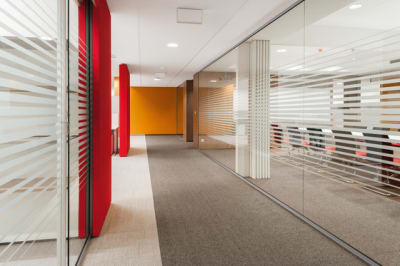 RG | Solid glass wall by Bene