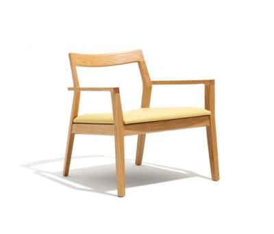 Krusin Lounge Chair 68.5H x 67.5W x 66.5D AD6006 leather, Natural Oak Feet