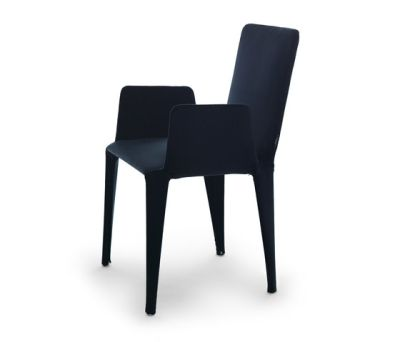 Nova chair with armrests by Eponimo