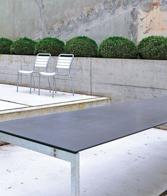 The Thesis garden table by Atelier Alinea