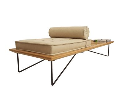Zumbi Chaise by Espasso