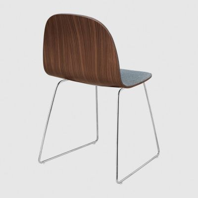 2D Sledge-Base Dining Chair Front Upholstered Gubi Wood Black Stained Birch, Dunes 21000 Cognac, Gubi Metal Chrome