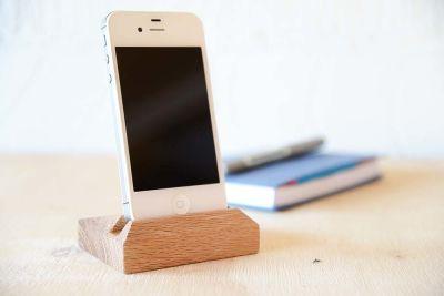 Oak iPhone Stand iPhone 5