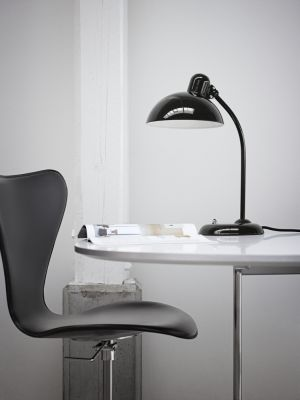 Series 7 Swivel Chair - front upholstered Soft Leather Black, Lacquered and full dark stained OAK