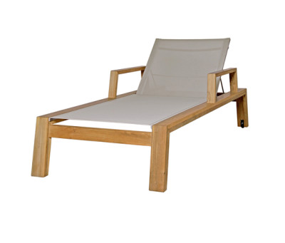 Avalon lounger with armrest by Mamagreen