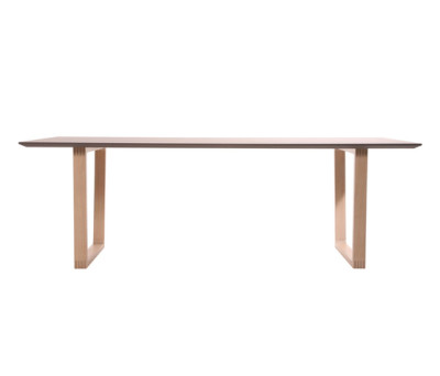 Baltas table by KFF
