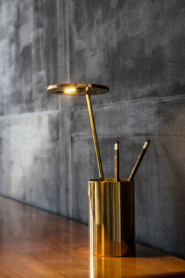 E.T. Tablelamp by Formagenda