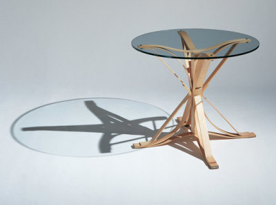 Gehry Face Off Table clear maple base