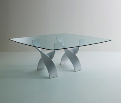 Helix A square table by Former