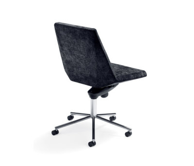 Mayflower conference chair by Materia