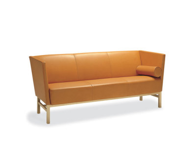 Minimal 3-seater sofa by Materia