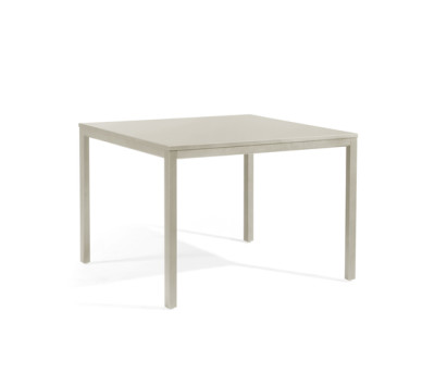 Quarto square dining table by Manutti