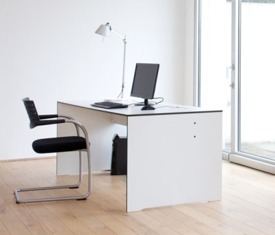 Riva desk by Conmoto