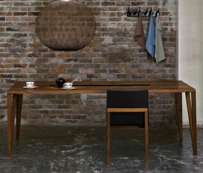 Split table by Conde House Europe