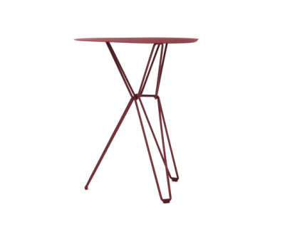Tio Triangular Café Table Metal 61 x 58 x 72 cm Wine Red - Metal