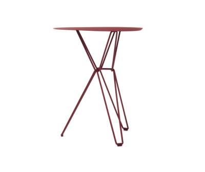 Tio Triangular Café Table Metal 61 x 58 x 72 cm Wine Red - Metal