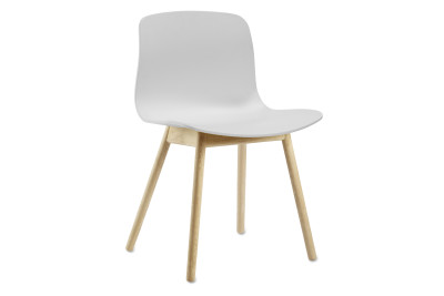About A Chair AAC12 White Seat and Clear Lacquered Oak Base