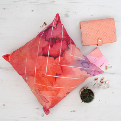 Cushion with watercolour splash design with insert