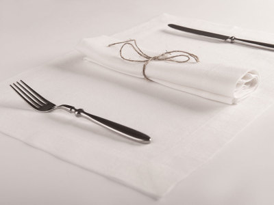 White table linens 6 placemats 32x47cm