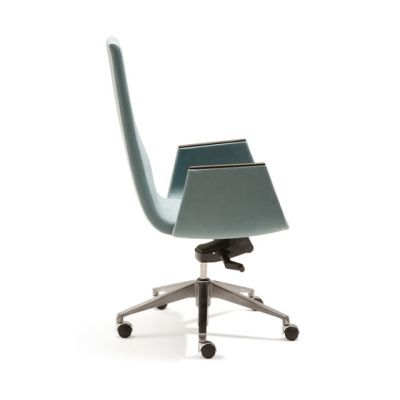 Clint Swivel chair by Fora Form