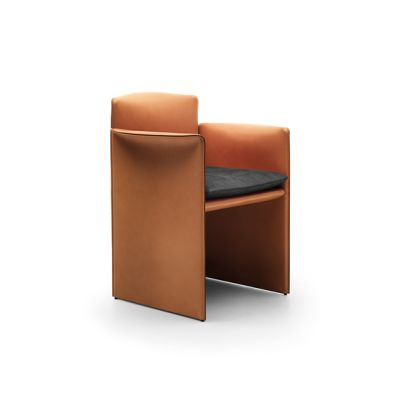 """O"" small armchair by Eponimo"