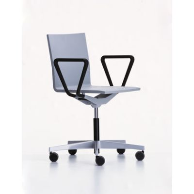 .04 Studio Chair With Armrest 01 basic dark, 03 castors soft - braked for hard floor