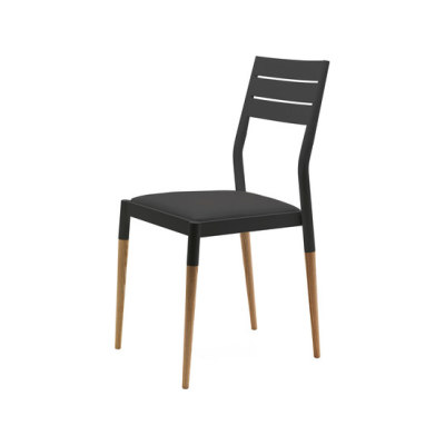 Bic chair by Eponimo