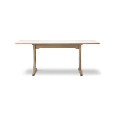 C18 Dining Table 180, Oak standard lacquer