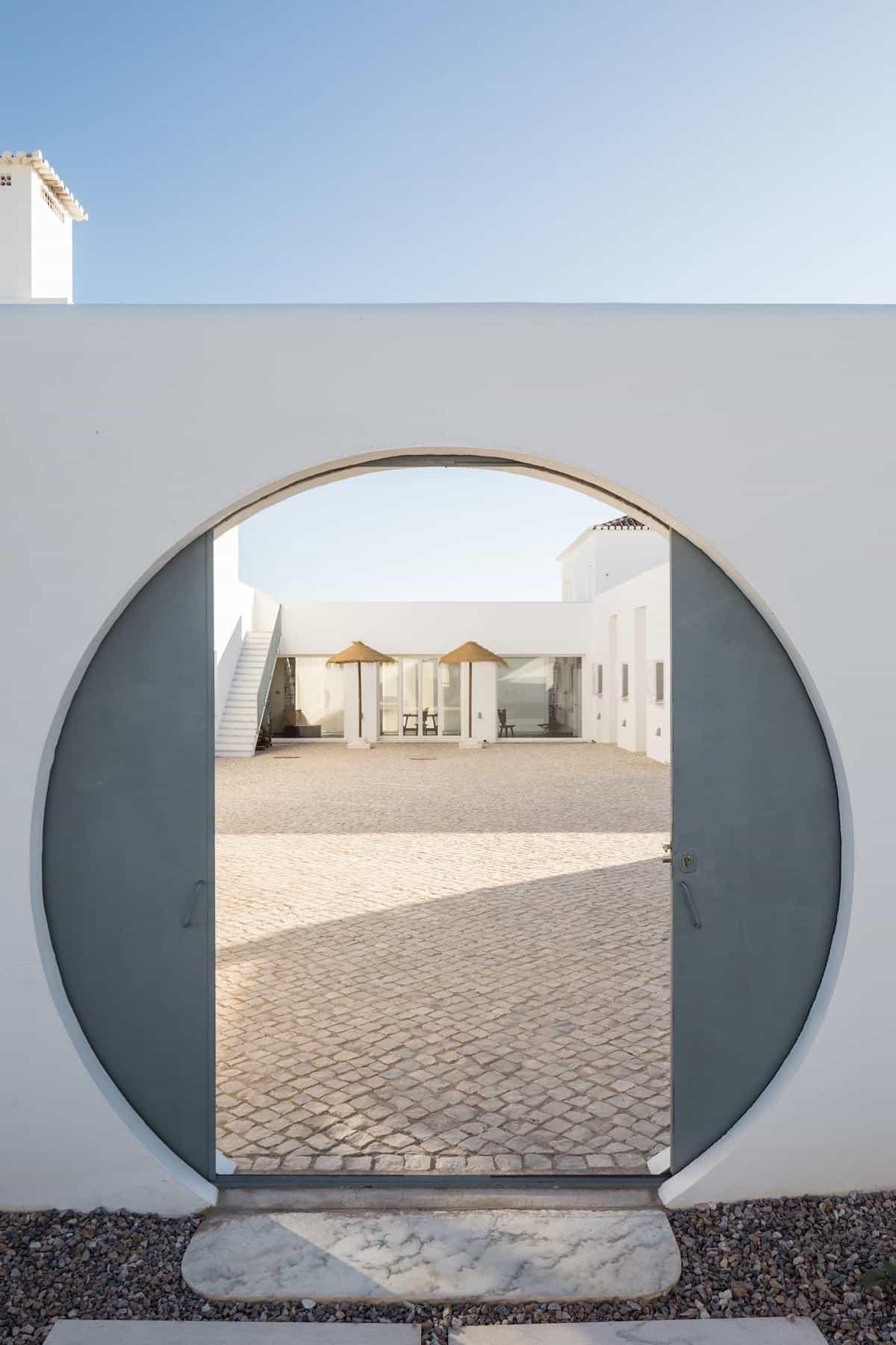 View onto courtyard through a round gate