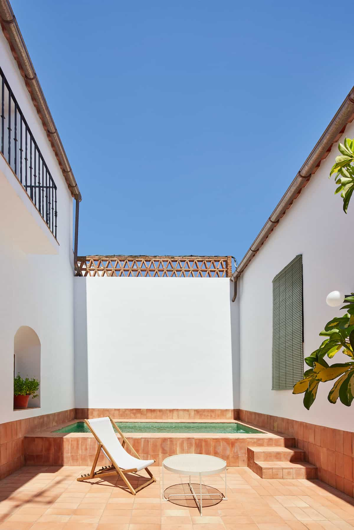 Courtyard with a a small pool in the Casa Villa Ba in Spain