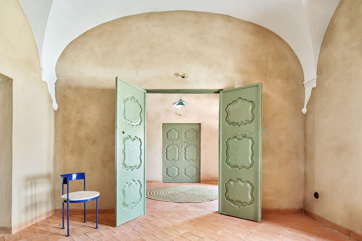 Hallway with open green double doors in the Casa Villa Ba Hallway