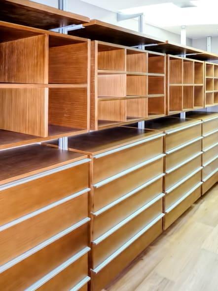 Closet de lujo fabricado en madera de encino.