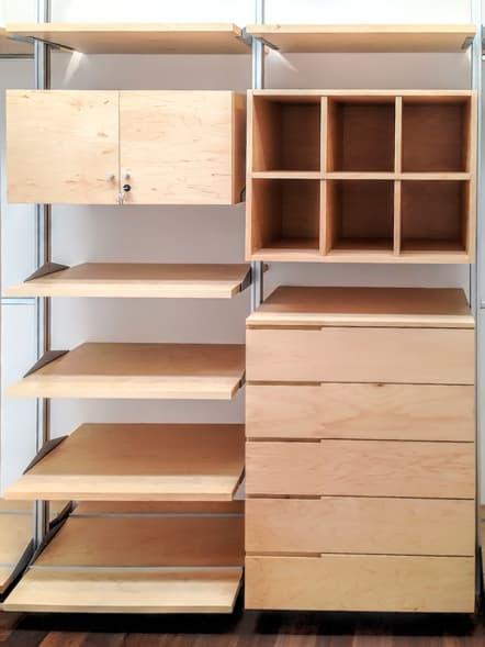 Closet modular de lujo fabricado en madera de maple.