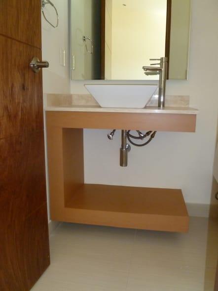 Mueble de baño con diseño estilo contemporáneo.