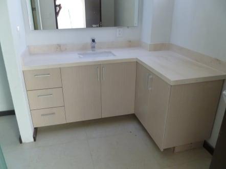 Mueble de baño en forma de L