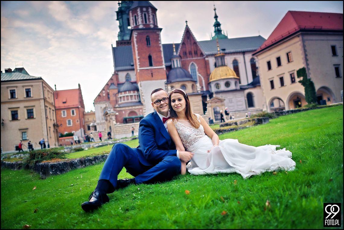 Plener ślubny w sercu Krakowa. Krakowski Rynek Główny i Wawel.