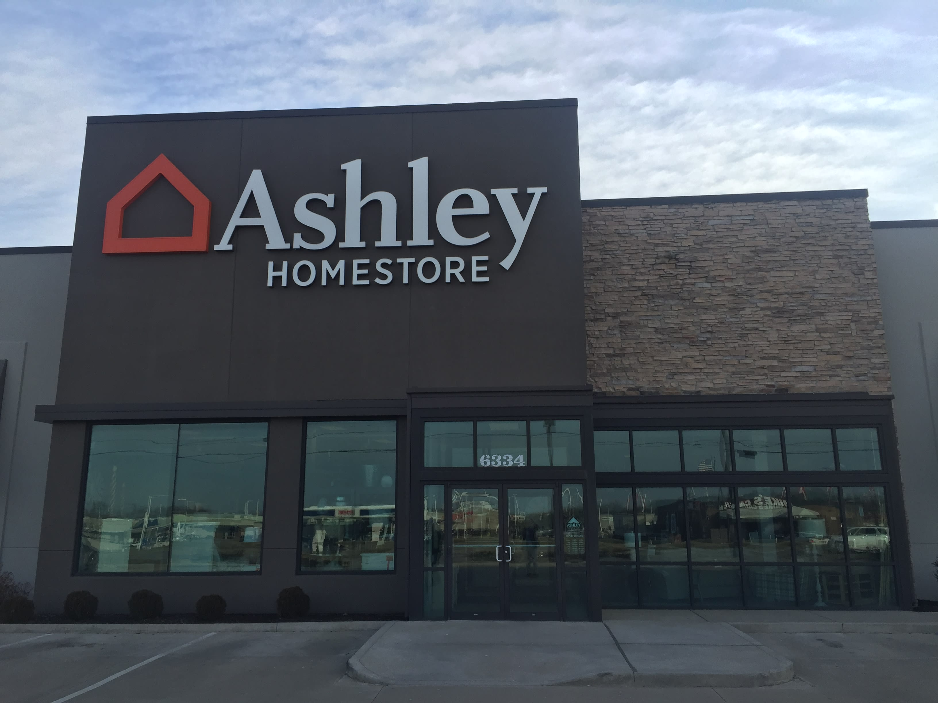 Fabulous Furniture And Mattress Store In Fort Wayne In Ashley Short Links Chair Design For Home Short Linksinfo