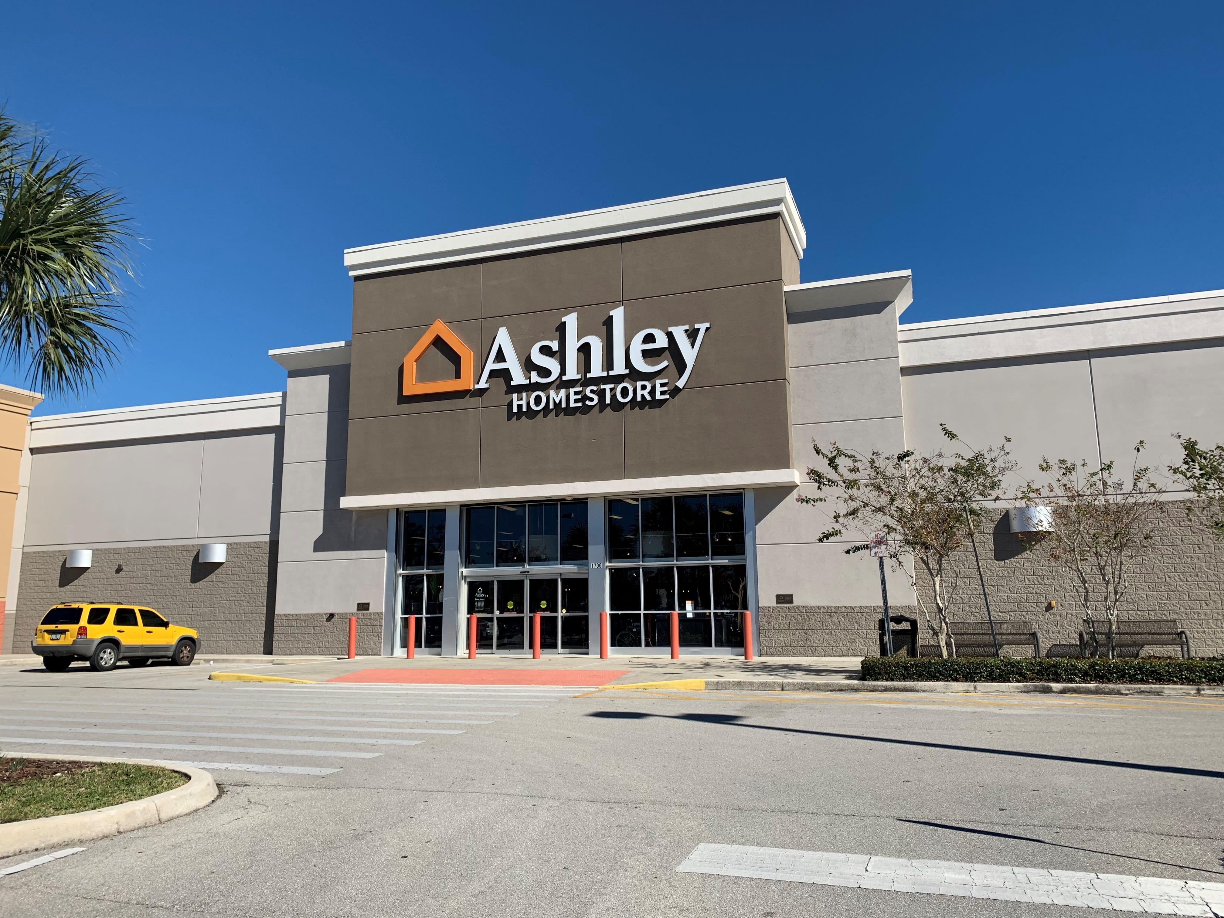 Furniture And Mattress Store At 1700 Us Highway 27 N Sebring Fl