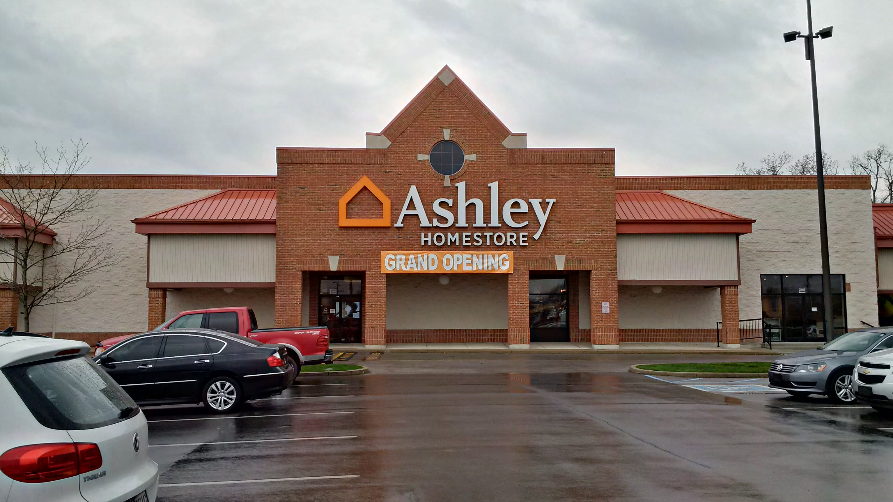 Incredible Furniture And Mattress Store In Fort Wayne In Ashley Short Links Chair Design For Home Short Linksinfo
