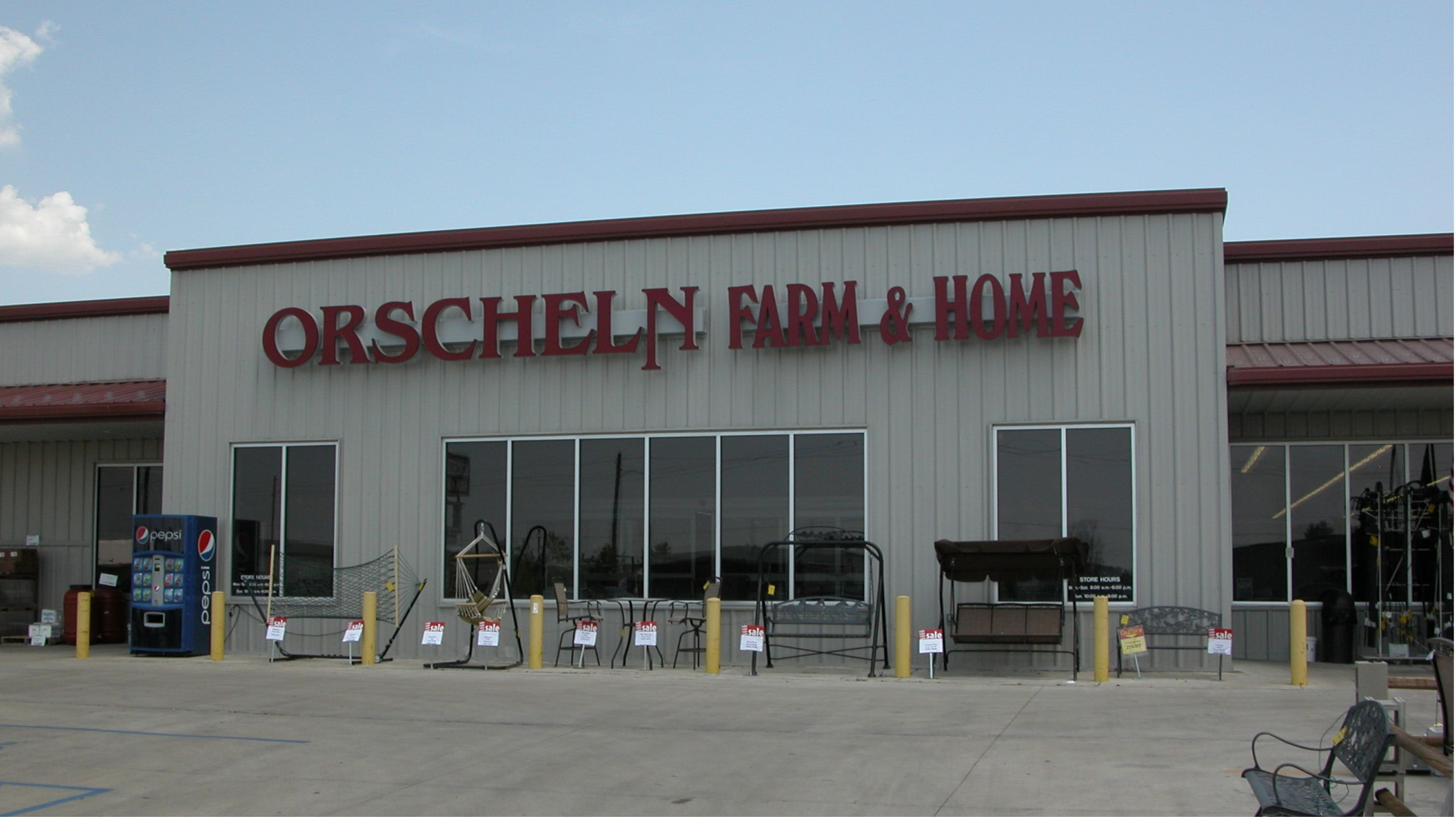 Front view of Orscheln Farm & Home Store in Bowling Green, Missouri 63334