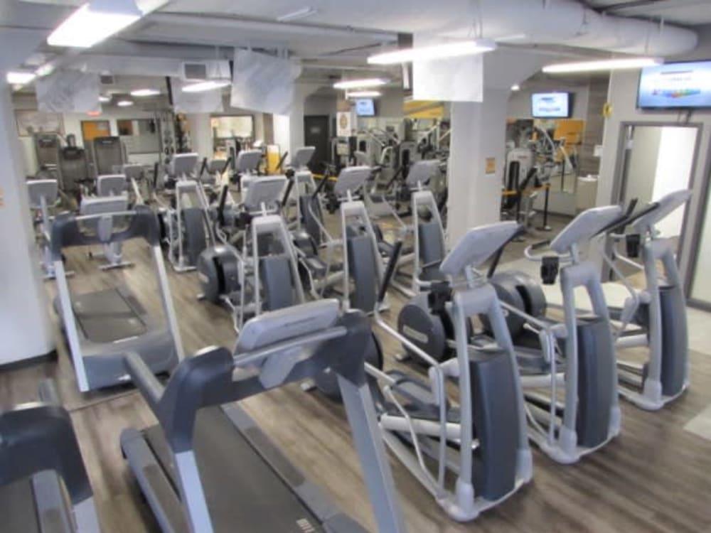 ÉconoFitness Montréal - Plateau Mont-Royal (des Pins) au féminin gym