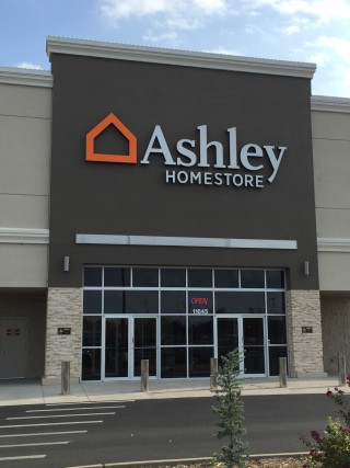 Wichita, KS Ashley Furniture HomeStore 102111