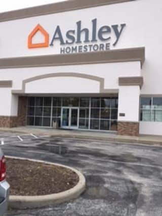 O'Fallon, MO Ashley Furniture HomeStore 101847